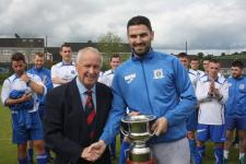 Leeds Capt Darren Lynch receives the Jn 2nd Div League Trophy from Pat Lyons MSL