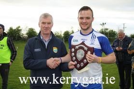Div 3B Pro John O'Leary presenting Shield to Desmonds Captain