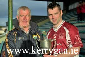 County Hurling Officer Ger McCarthy presented Corn Antóin Ó Murchú to winning captain Shane Leahy
