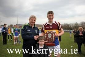 Cordal Scart Captain Kieran O'Donoghue receiving winning trophy from Co Committee Treasurer Dermot Lynch