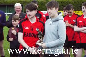 Aidan O'Sullivan  of Keanes Supervalu Killorglin presented the Man of the Match award to Kenmare's Dylan O'Connor