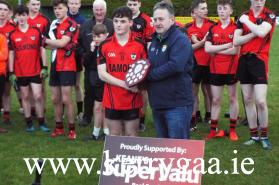 Co Board Assistant Secretary Stephen O'Sullivan presented the Div 5 Shield to winning captain Micheál McCarthy