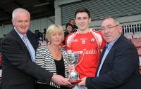 Dromtarriffe Capt receiving the Mick Dolan Cup from the Dolan Family & CB Chairman