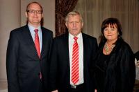 Enda Lynch (O2), County Chairman Jerry O'Sullivan and Catherine Molan (O2) at the Cork Medal Presentation