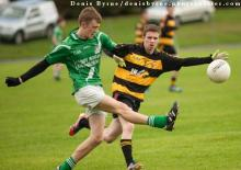 Killeshin Crettyards Cormac Murphy sends this ball in as The Heaths David Conroy looks to block. Photo Denis Byrne.