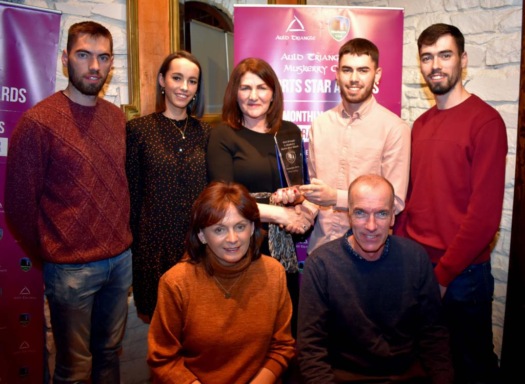 Brian Verling, Cloughdubh GAA, accepting the September Muskerry GAA/Auld Triangle Sports Award from Eileen O'Flynn, Auld Triangle. Included are Brian's parents, Anna Maria and Richard, sister Katie, brothers, Mark and James.Picture: Mike English