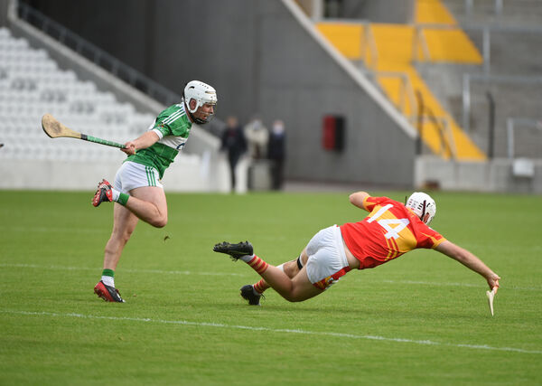 Niall Barry-Murphy, Aghabullogue, and Ciarán Sheehan, Éire Óg, in action as they chase possession. Picture: Larry Cummins