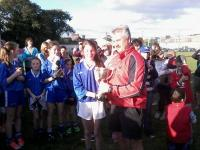 Robbie Smyth present cup to Naomh Aban captain