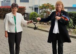 Phyllis Breslin who was honoured with the Síghle Nic an Ultaigh Award from Uachtarán Kathleen Woods